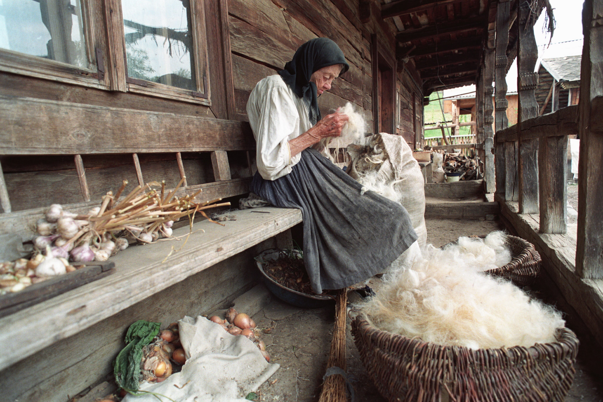 BOG01 - 20021202 - BOGDAN VODA, ROMANIA: Undated picture of  93-year-old peasant woman Ioana in a traditional dress cleaning wool by hand in order to manufacture wool clothes and carpets, in the village of Bogdan Voda, Maramures county (northern Romania).  EPA PHOTO / PAUL BUCIUTA